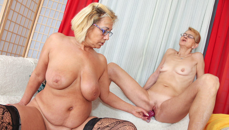Old lesbians enjoying girl on girl action