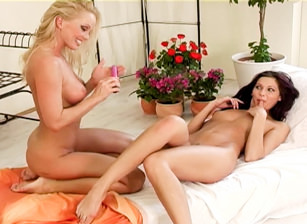 Silvia And Her Sexy Friend Evelyn, Escena 1