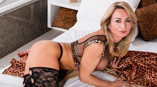 Camille Andrade, Scene #01