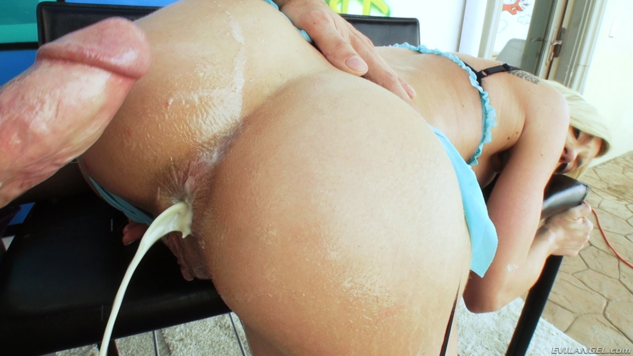 Screenshot 3 from the Mike Adriano's Anal Perverts #2