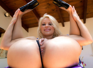 Bare Ass and Gapes #10, Escena 1