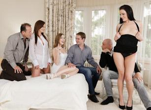 Horny Hotel Babes Scène 3