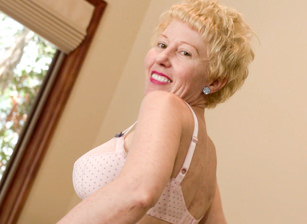 Bonus-Horny Grannies Love To Fuck #06, Escena 5