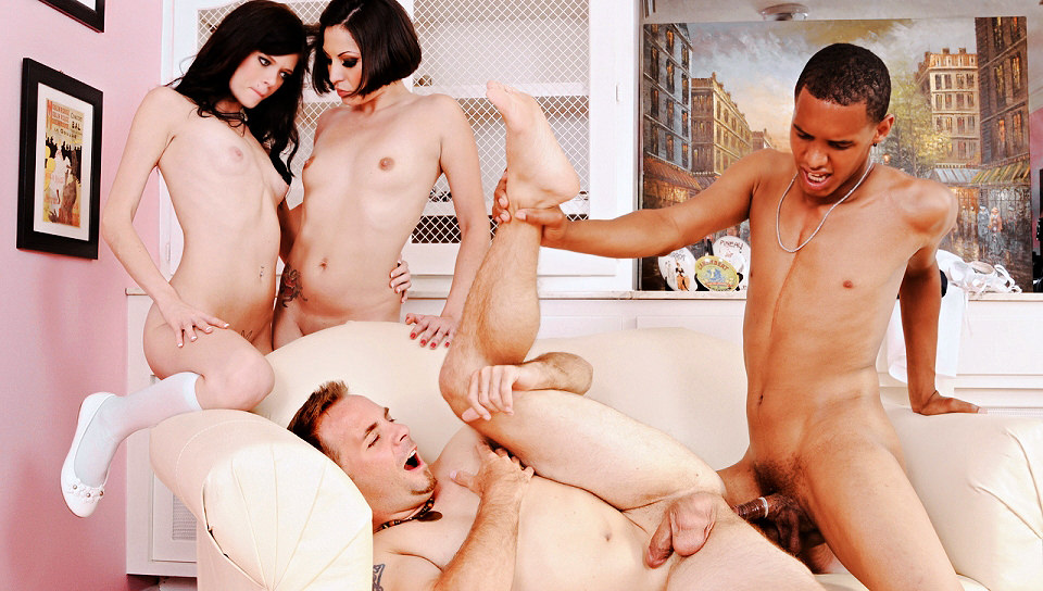 Teen Girls Have Foursome With Couple Of Jocks In The Loc Redtube 1