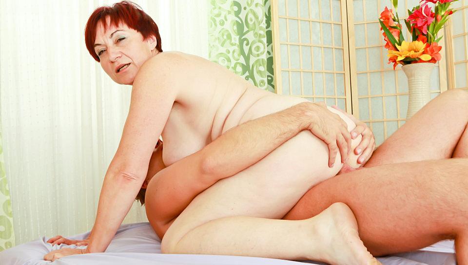 Plumper redhead granny Eva rides cock