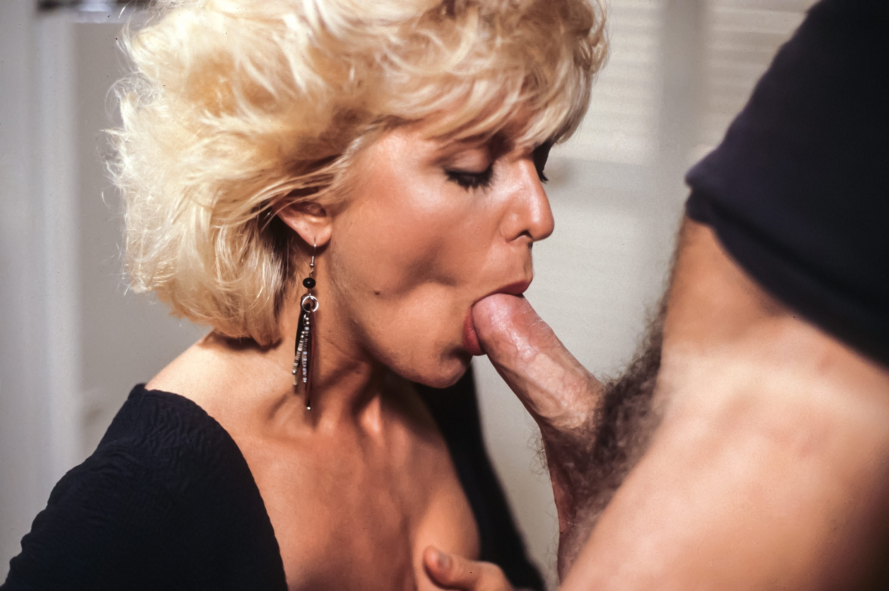 Blonde milf does a solo masturbation